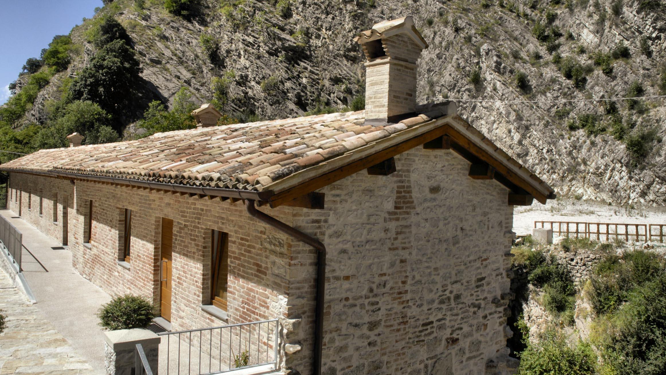 Agriturismo Molino Sette Camini - Vista laterale esterna struttura